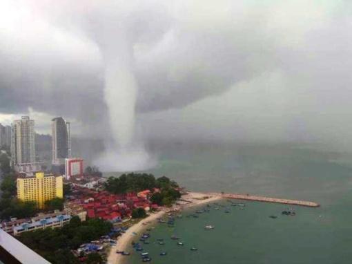 Malaizijoje užfiksavo gigantišką vandens viesulą (vaizdo įrašas)