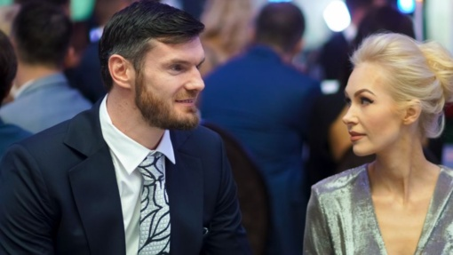 Krepšininkas D. Lavrinovičius su žmona Edita laukia šeimos pagausėjimo