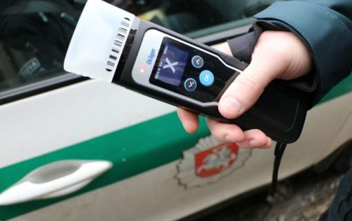 Daugiau nei 100 km/val. viršijusiam vairuotojui teks pailsėti nuo vairavimo