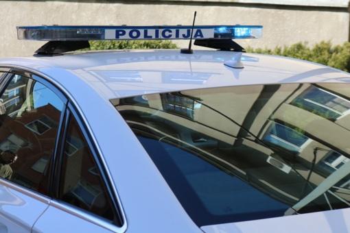 Nesuvaldytam automobiliui nuvažiavus nuo kelio nukentėjo keleivė