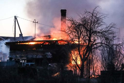 Šalčininkų rajone degė ūkiniai pastatai