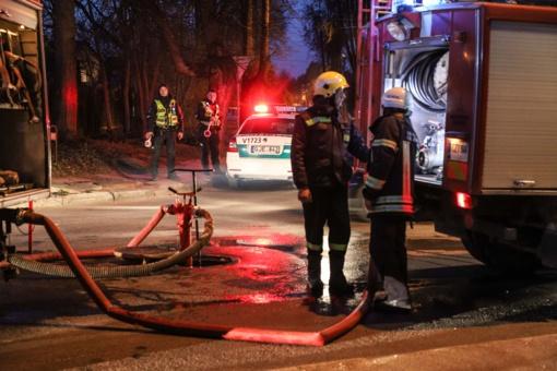 Vilniuje užsiliepsnojo namas