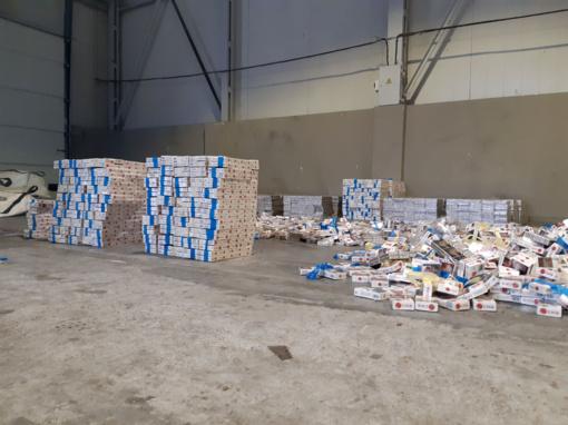 Iš pasieniečių pavogta beveik milijono vertės konfiskuotų cigarečių