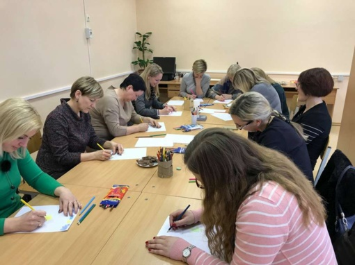 Su vaikais dirbantiems specialistams – dailės terapija