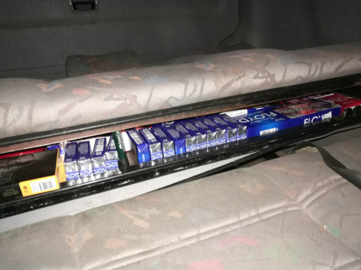 Mikroautobuso sėdynėje VSAT pareigūnai aptiko gudriai įrengtą cigarečių slėptuvę