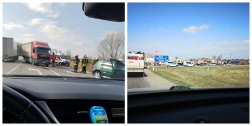 Po sunkvežimio ir automobilio susidūrimo gelbėtojai vadavo prispaustą vairuotoją (vaizdo įrašas)