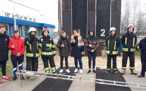 Šiaulių ugniagesiai kvietė moksleivius pasirinkti ugniagesio gelbėtojo specialybę