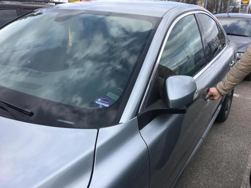 Policija įspėja – nepamirškite užrakinti savo automobilių