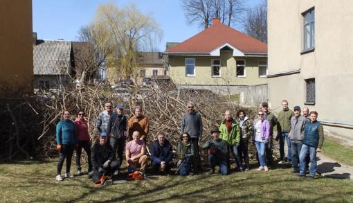 Pavasario talkoje savivaldybės darbuotojai tvarkė aplinką ir Pastovėlio šlaitus