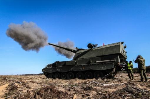Atlikti pirmieji koviniai šūviai modernizuotomis Lietuvos kariuomenės artilerijos sistemomis PzH2000