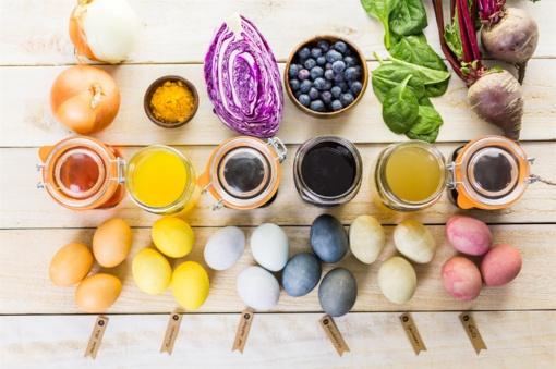 Ruošiamės Velykoms: kiaušinius marginkime tuo, ką randame virtuvėje