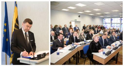 Vyko pirmasis naujosios tarybos posėdis
