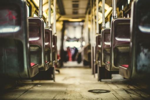 Vilniuje staigiai stabdant autobusą, nukrito ir susižalojo du žmonės