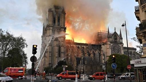 Paryžiaus katedros gaisro židinys buvo netoli smailės