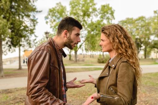 4 priežastys, kodėl moterys kenčia nesveikus santykius, ir kaip nuo jų išsivaduoti