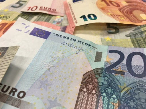 Šiauliuose sukčius už telefoną atsiskaitė suvenyriniais banknotais