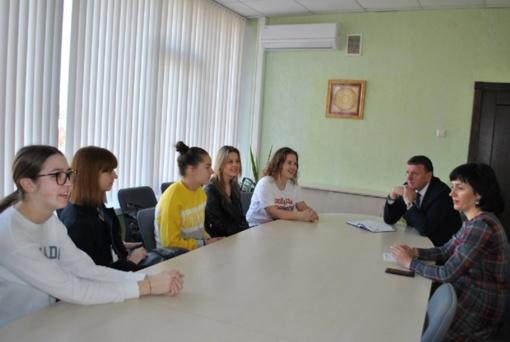 Meras susitiko su jaunimo savanoriais