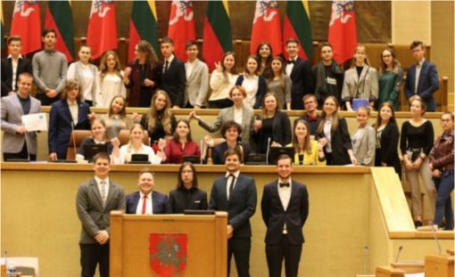 """Mokomajame Europos Parlamente – Zarasų """"Ąžuolo"""" gimnazijos gimnazistai"""