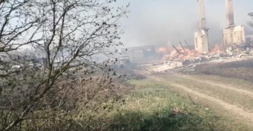Panevėžio rajone sudegė penki pastatai, ugniagesiai įvykio vietoje budės per naktį