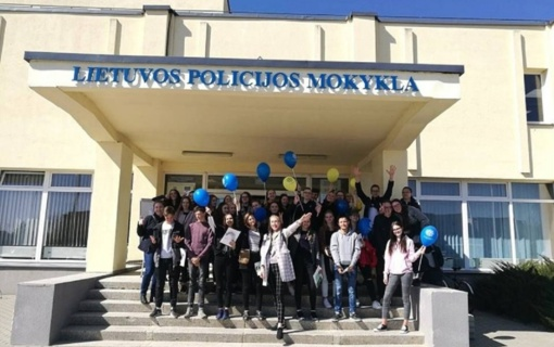 Pakruojo rajono jaunimas dalyvavo Lietuvos policijos mokyklos atvirų durų dienos renginyje