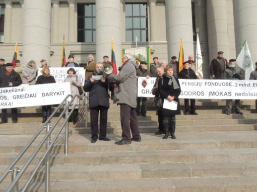 Vilniuje mitingavę senjorai reikalavo kelti pensijas