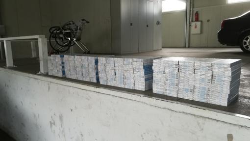 Baltarusis slėptuvėje į Lietuvą vežė 1800 pakelių cigarečių (nuotraukos)