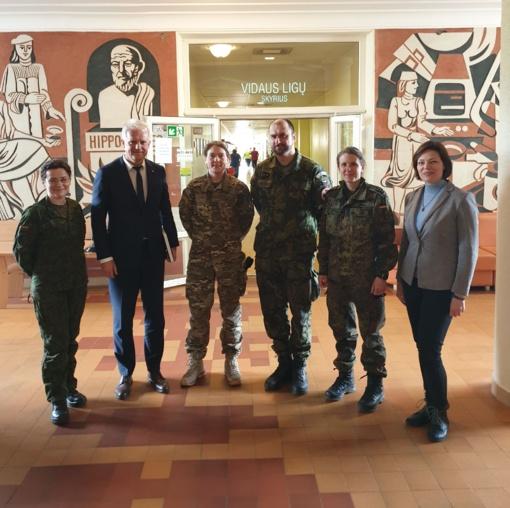 Ligoninėje lankėsi NATO kariai