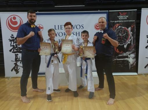Jaunieji kovotojai džiaugiasi rezultatais