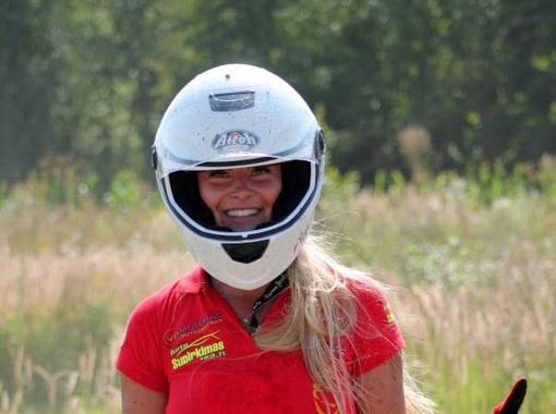 Tituluota ralio gražuolė svajoja apie profesionalų autosportą