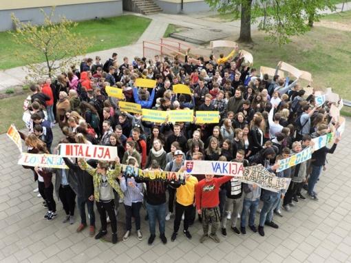 Ignalinos gimnazijos bendruomenė įvairiomis veiklomis paminėjo jubiliejinę Europos dieną