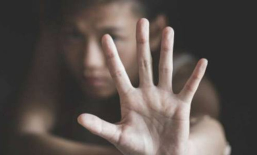 Dukrą skriaudusi moteris atsidūrė areštinėje