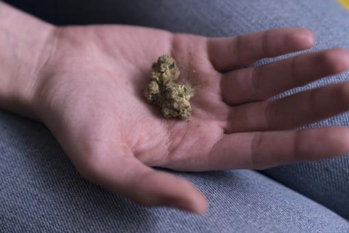 Sostinėje pas du asmenis galimai rasta narkotikų