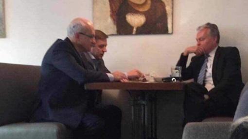 Internete plinta nuotrauka iš G. Nausėdos susitikimo su R. Karbauskiu bei S. Jakeliūnu: tai vyko prieš keletą metų