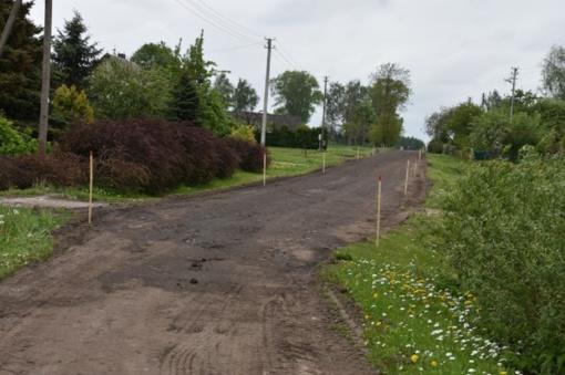 Kaimiškosiose vietovėse vyksta asfaltavimo darbai