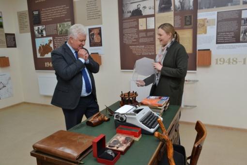 Bibliotekoje vyko susitikimas su rašytoju, gamtininku, fotografu Selemonu Paltanavičiumi