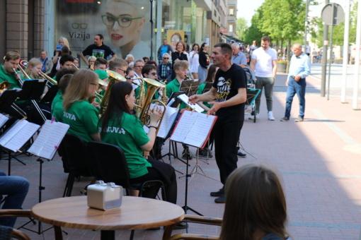 Gatvės muzikos diena kvietė šiauliečius pamatyti muziką