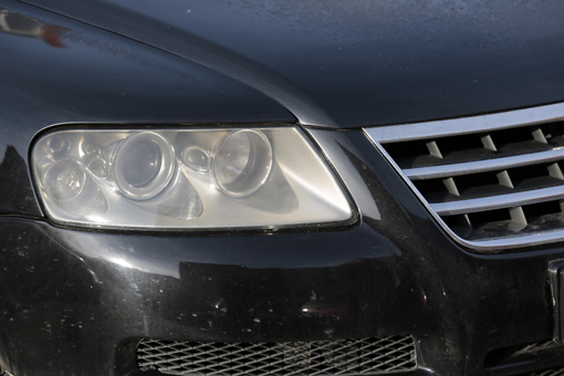 """Vagys vėl plėšė """"VW Touareg"""" automobilių žibintus"""