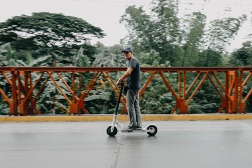 Palangoje J. Basanavičiaus gatvėje uždrausta vasarą važiuoti paspirtukais, dviračiais