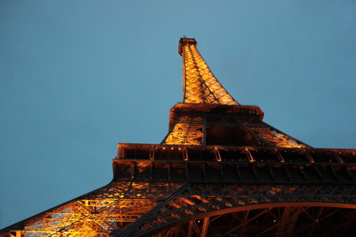 Paryžiuje sulaikytas ant Eifelio bokšto užsiropštęs vyras