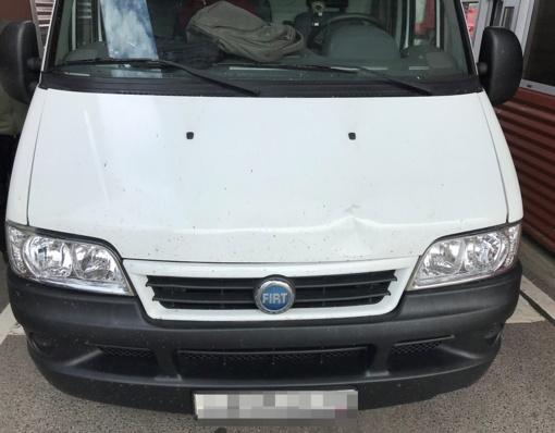 Mikroautobusui buvo parūpinti du, įtariama, suklastoti registracijos liudijimai