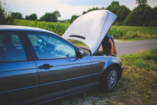 Draudikai: kelyje sugedus automobiliui vairuotojai pagalbos ieško kaip išmano