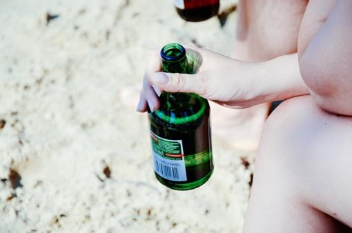 Saulė, paplūdimys ir alkoholis – nesuderinami
