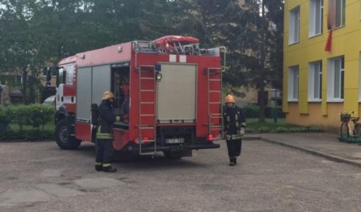 """Lopšelyje-darželyje """"Gintarėlis"""" surengtos mokomosios evakuacijos pratybos"""