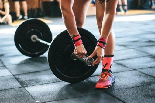 Per pietų pertrauką – sporto treniruotė: trys taisyklės, kurias privalu žinoti