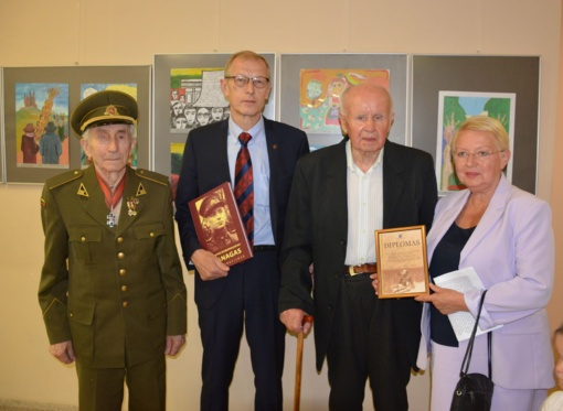 Varėnoje įteikta antroji Adolfo Ramanausko–Vanago premija