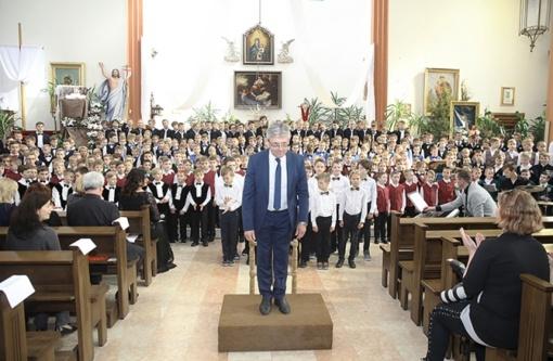 Jungtinis berniukų choras įlingavo bažnyčios skliautus