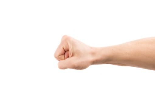 Peštynės Plungėje: vyras sugipsuota ranka sumušė vaikiną