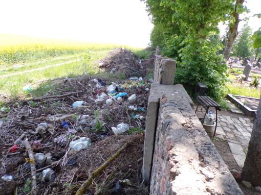 Būtina tvarkyti ne tik kapines, bet ir jų aplinką