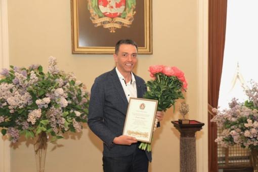 """""""Poezijos pavasario"""" šventėje Vilniaus mero premija įteikta poetui Artūrui Valioniui"""