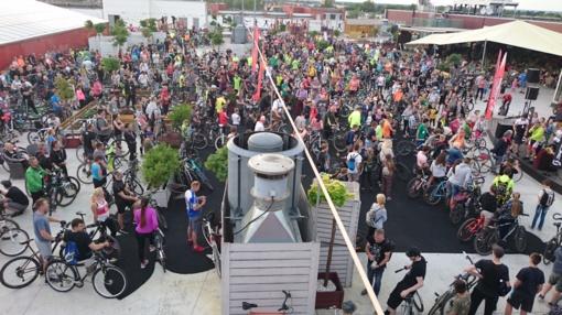 """Šiauliečiai siekė pagerinti """"Daugiausia dviračių ant stogo"""" rekordą (fotogalerija)"""